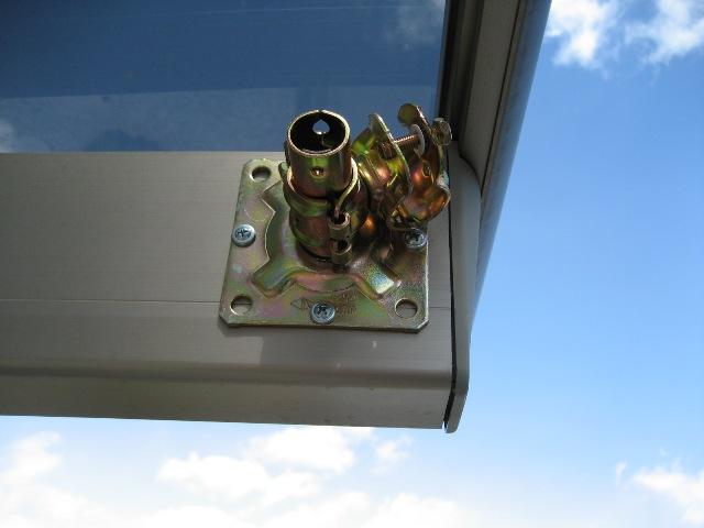 カーポートのアームに単管ベース金具を固定