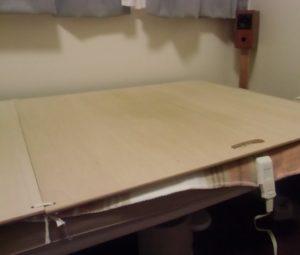 平床寝台に電気敷き毛布を敷く