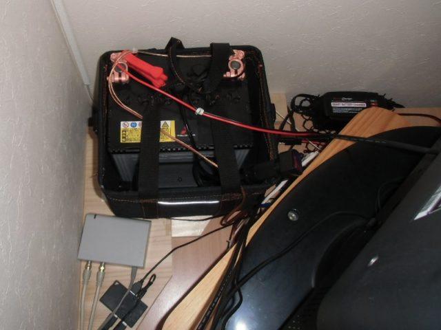バッテリーは裏側に隠しました