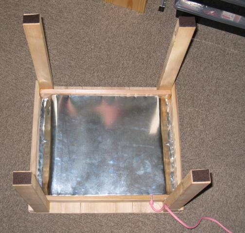 トタン板でアンカを覆って固定