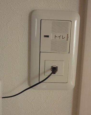 小屋裏温度センサーの取り出し口
