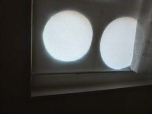 北側窓を塞いで冷気を防ぐ