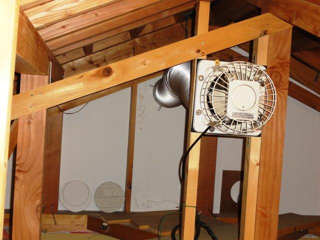 小屋裏有圧換気扇