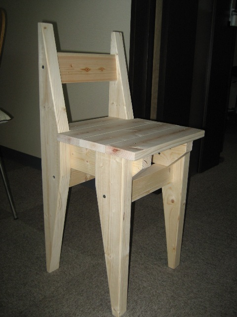 2×4材で椅子を作る