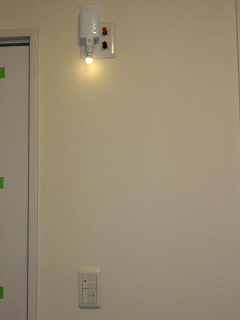 Wi-Fi 中継器 RE200 とスイッチの位置関係