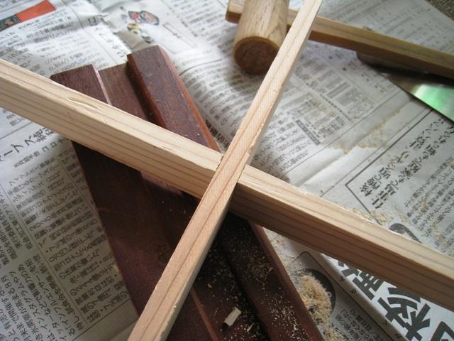 鉢スタンドの天板代わりになる十字