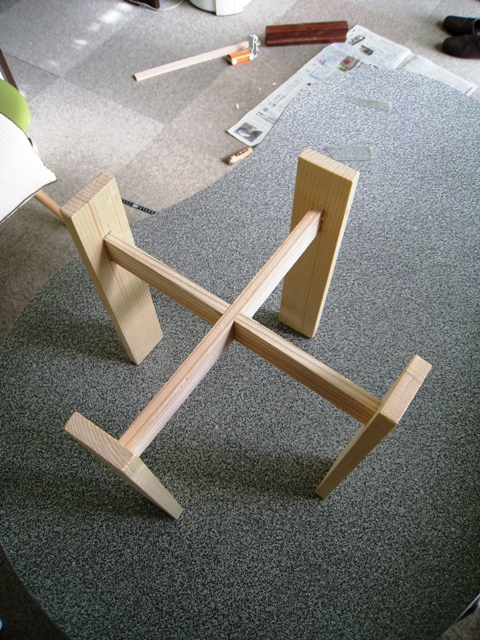 棒の端材で鉢台を作りました