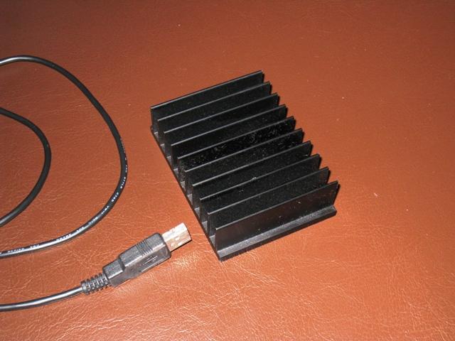 スティック型PCの放熱問題にヒートシンクを