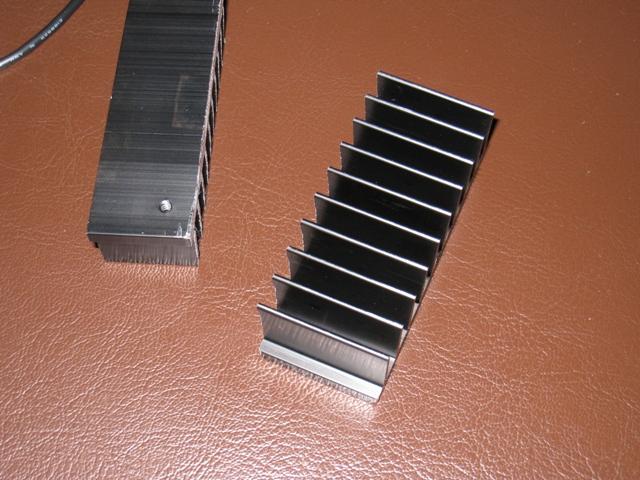 35mm幅にヒートシンクを切って貼り付け