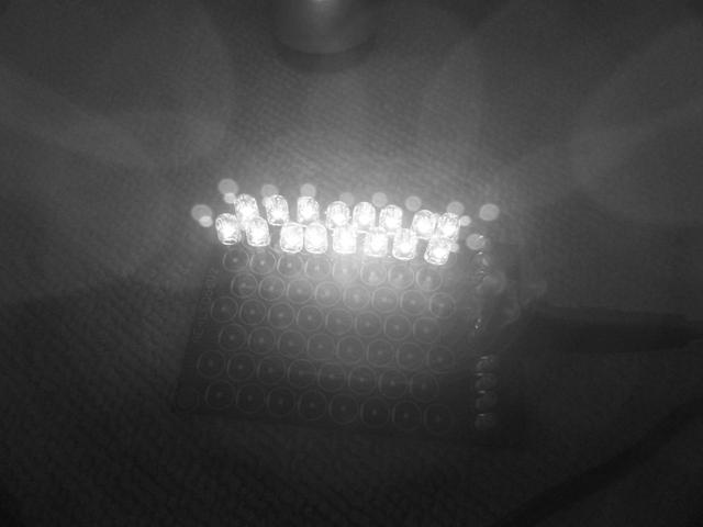 赤外線改造カメラで赤外線LEDを見る